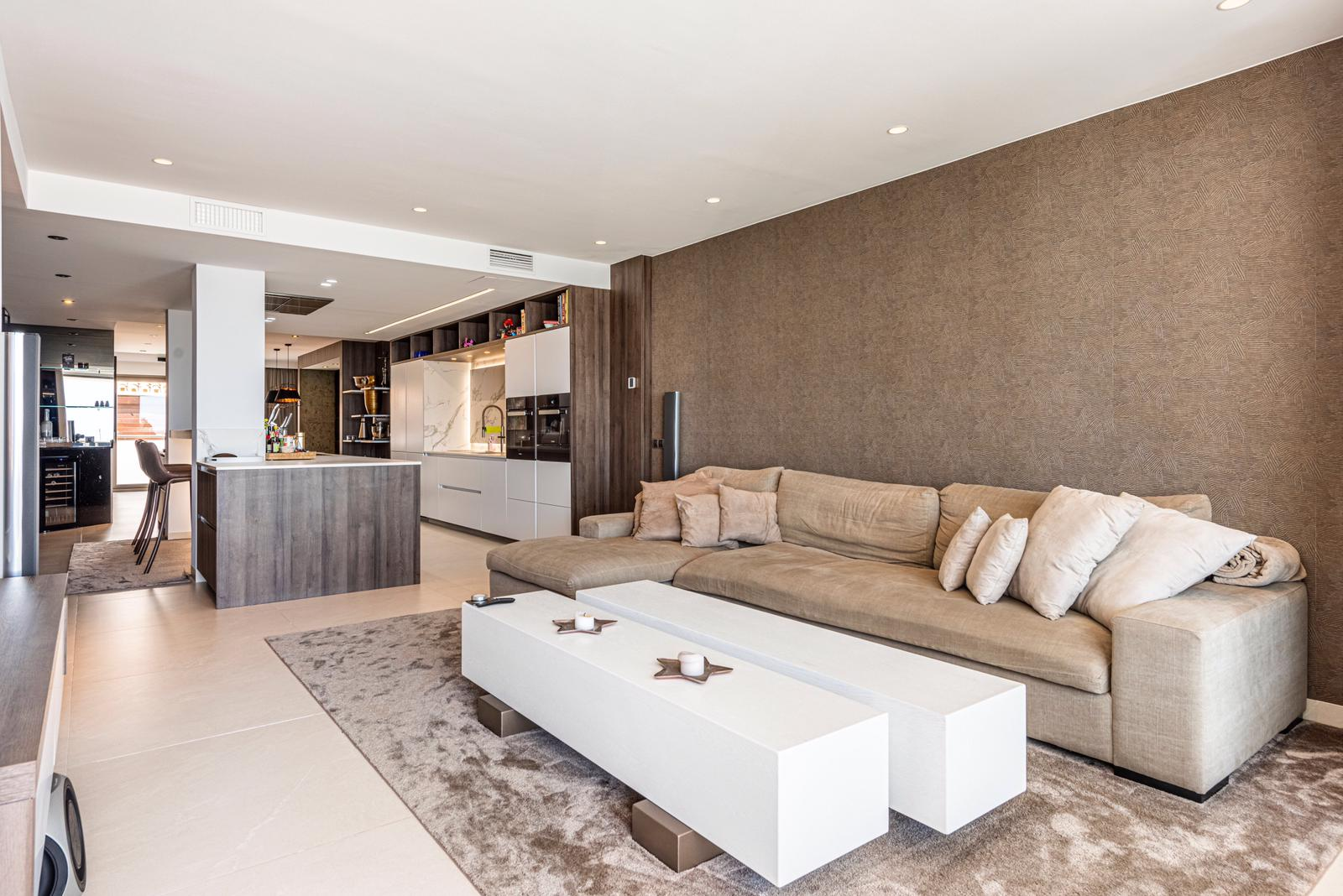 Hollywood Style Apartment in Puerto Banus