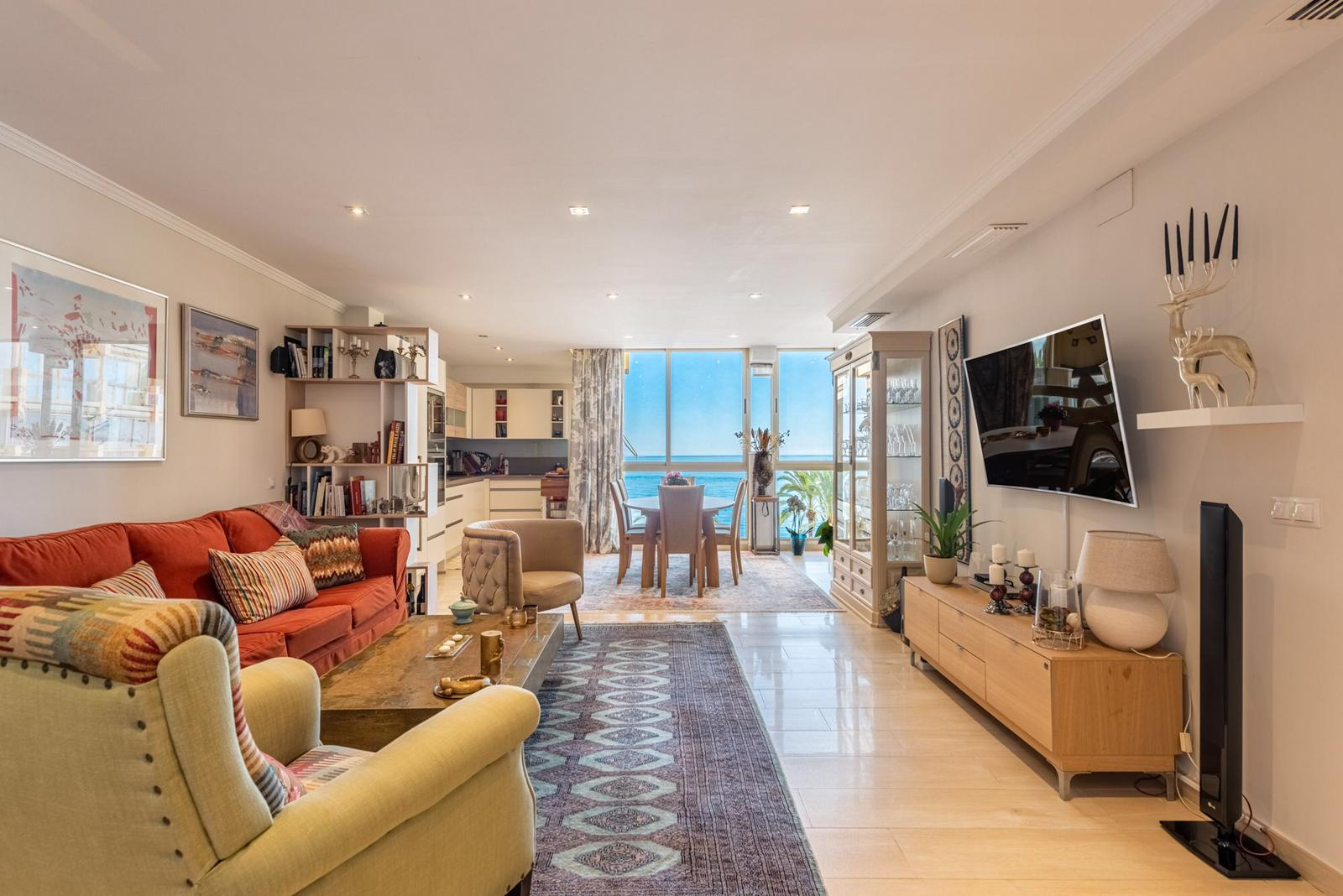 Renovated seafront apartment in Marbella Center