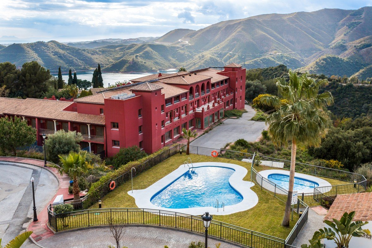Hotel for renovation – Istan