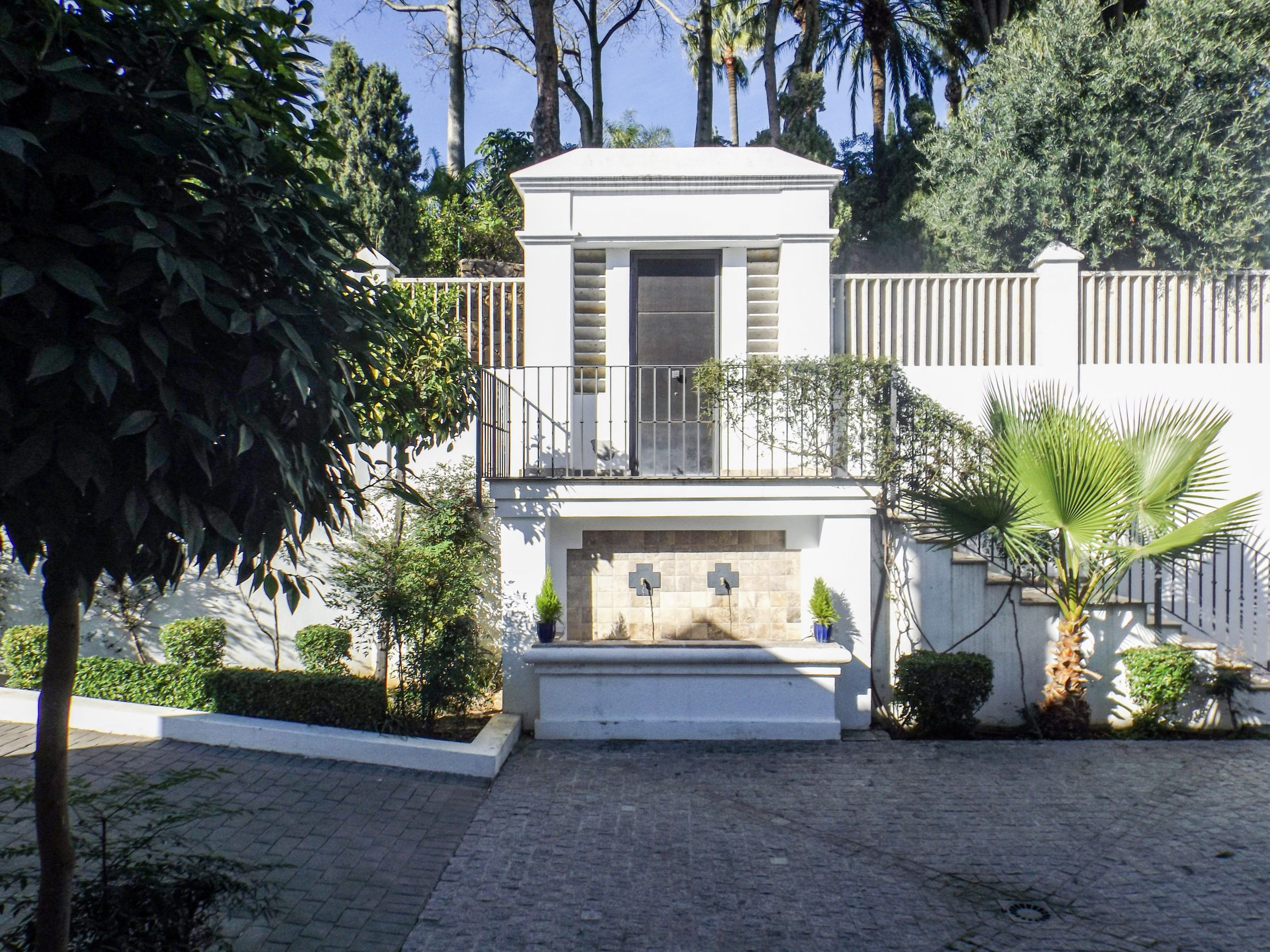 Detached Villa – El Paraiso Alto