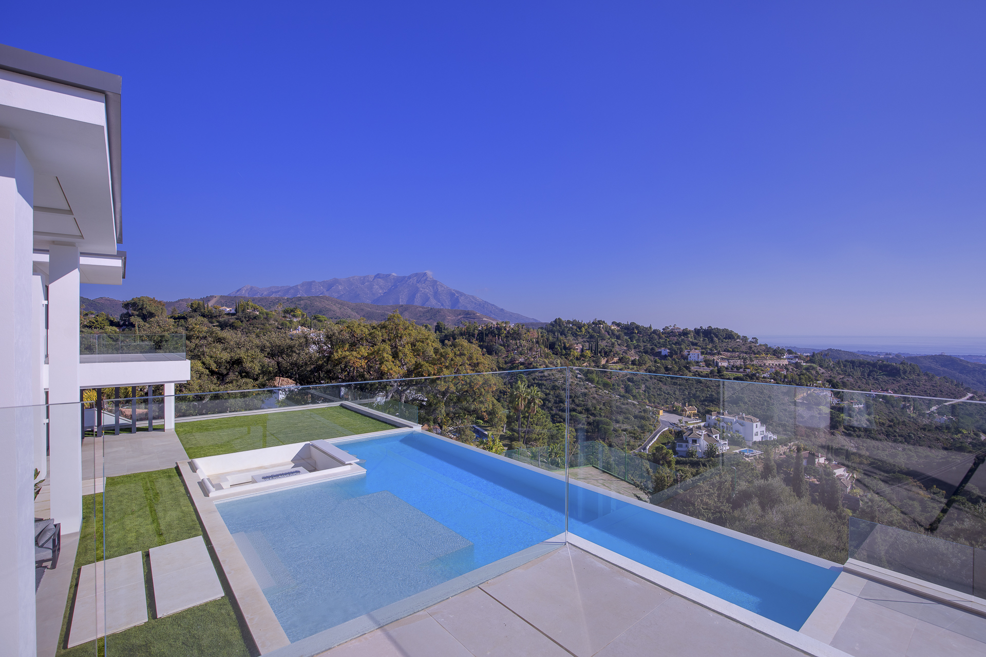 Exquisite newly built villa in the gated community of El Madronal