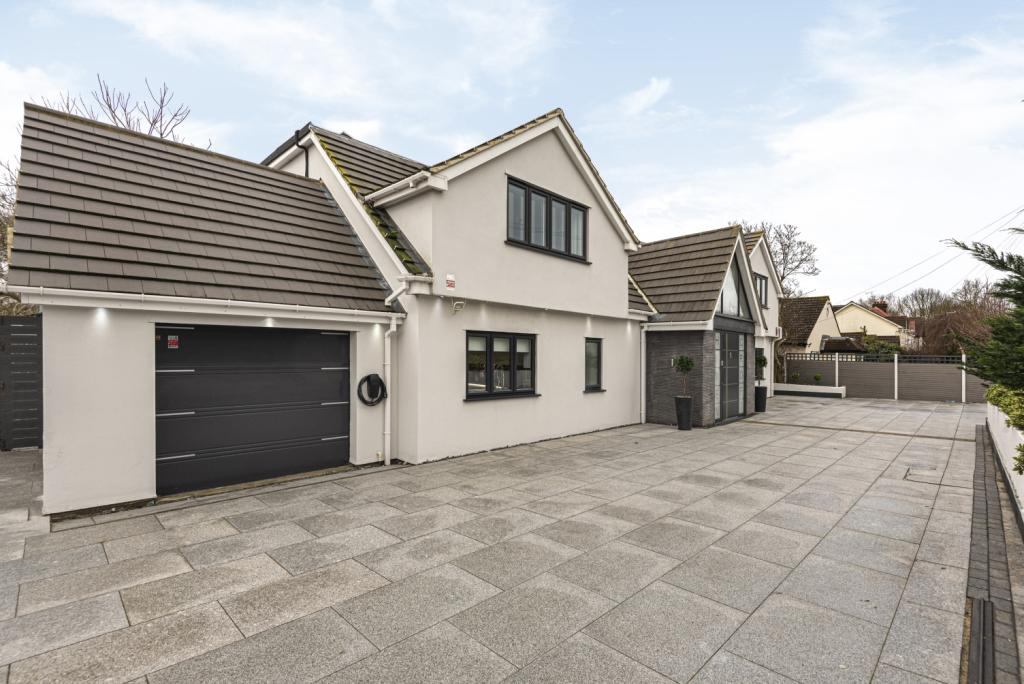 One of a kind detached house just 20 mins from London