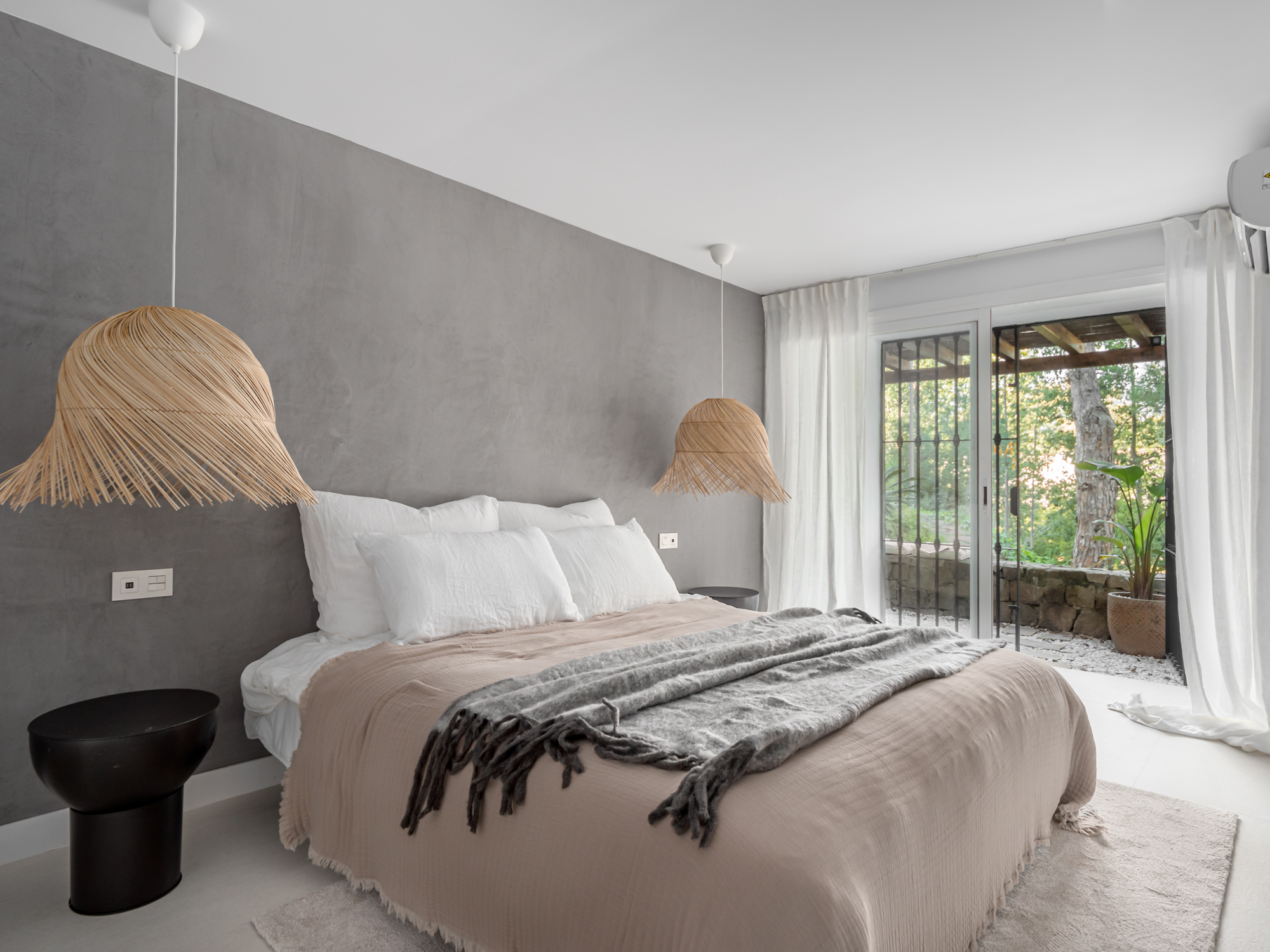 Refurbished bohemian style apartment in Eagles Village