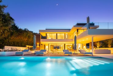 Luxury LA style home in the Golf Valley